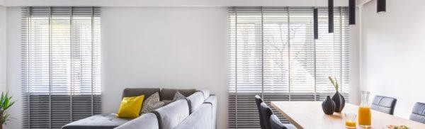 Houten Jaloezie in de woonkamer | Suntex Zonwering